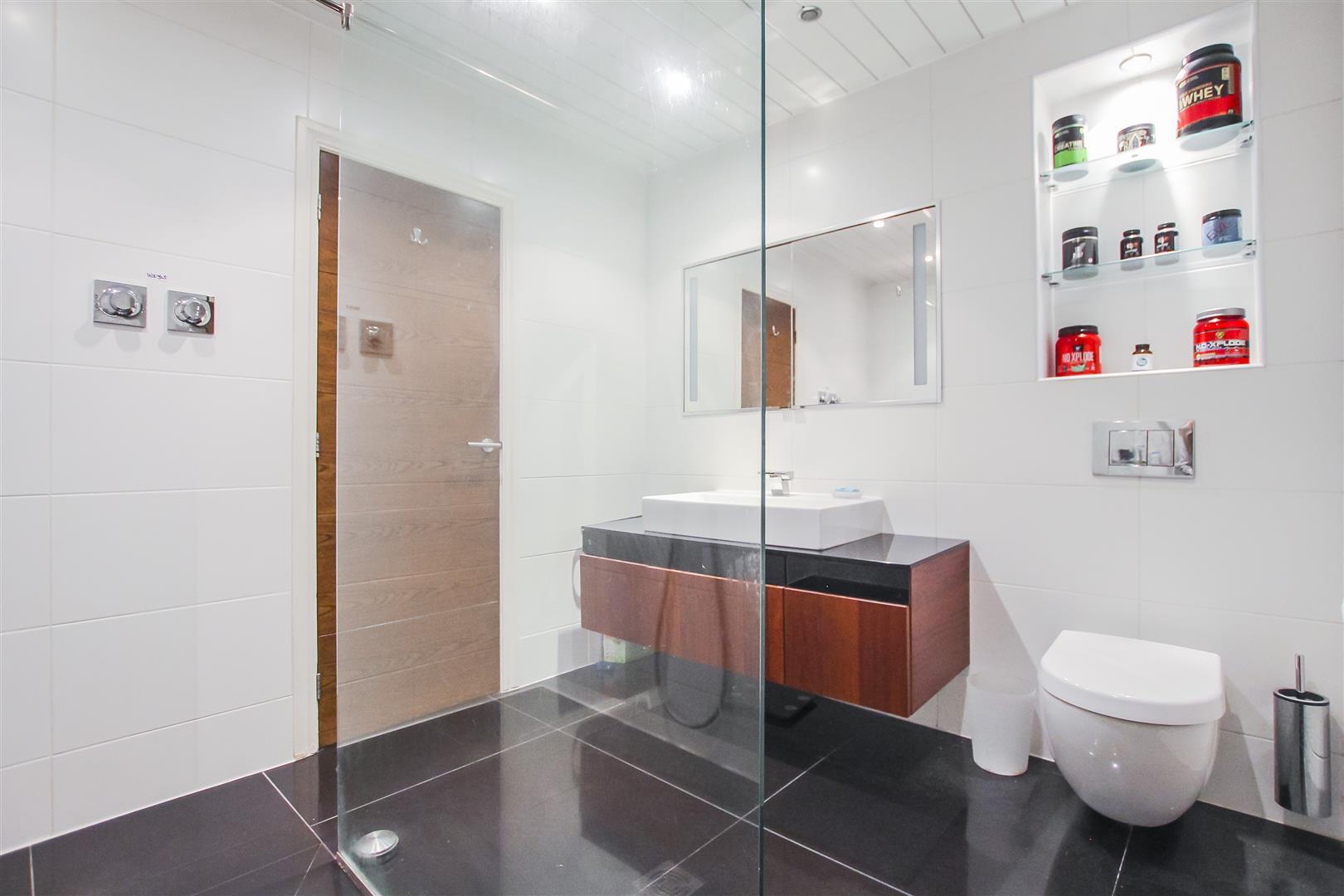 6 Bedroom Detached House For Sale - Bedroom two En-Suite